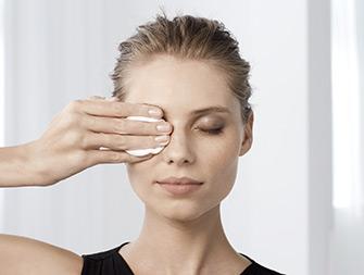 「如何卸淨眼部彩妝」
